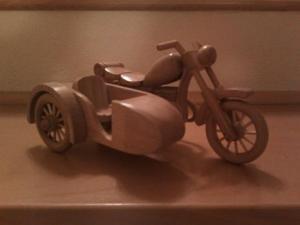 Poznáme výhercu prvej sútaže o drevený motocykel